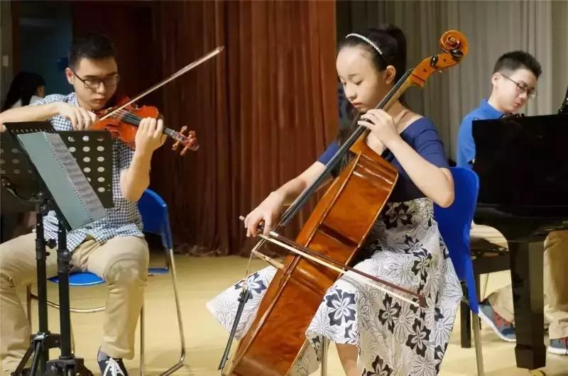 音乐艺考考生在参加艺考的时候服装搭配问题